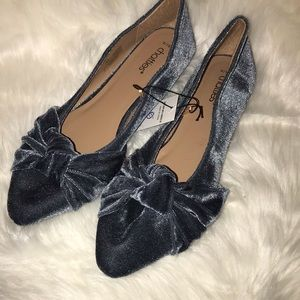 Chattie Ladies Blue Velvet Flats with Bow NWT